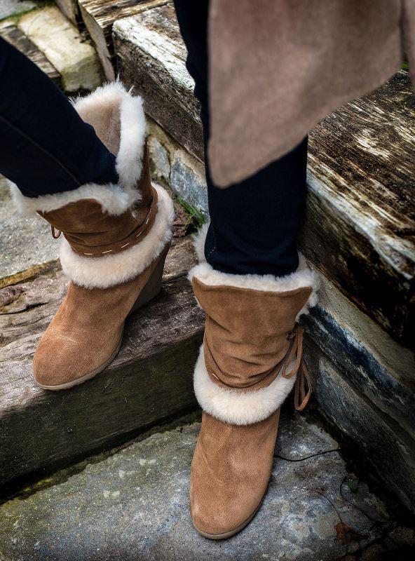 GENUINE SHEEPSKIN LADIES WEDGE HEEL FASHION BOOT SIZE UK 5 SHEEPLAND