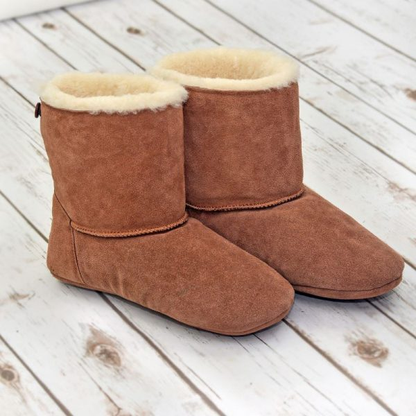 The deep fur in Sheepland slippers will thaw the coldest toes. Relax, enjoy, these amazing Sheepland slippers boots.
