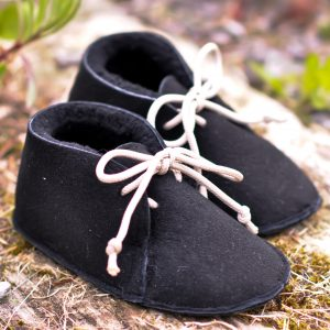 Baby sheepskin booties, with decorative lace